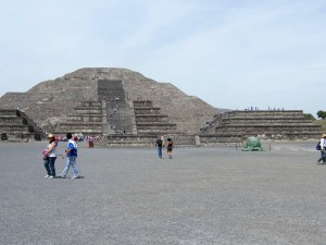 Pyramid of the moon10 048
